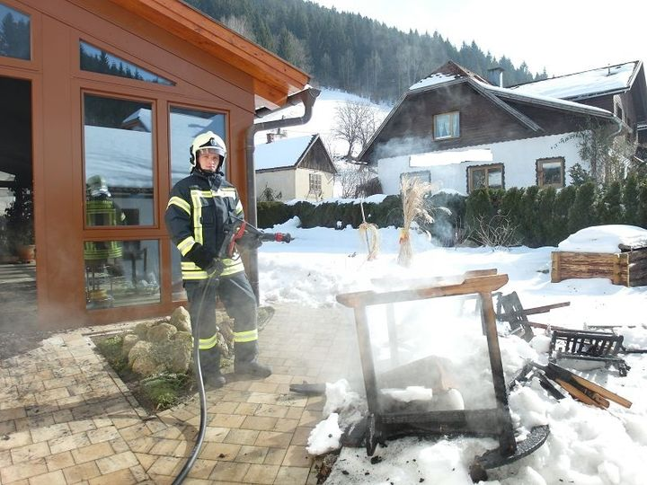 You are browsing images from the article: 19.02.2015: Wohnungsbrand mit Lebensrettung durch Nachbarn