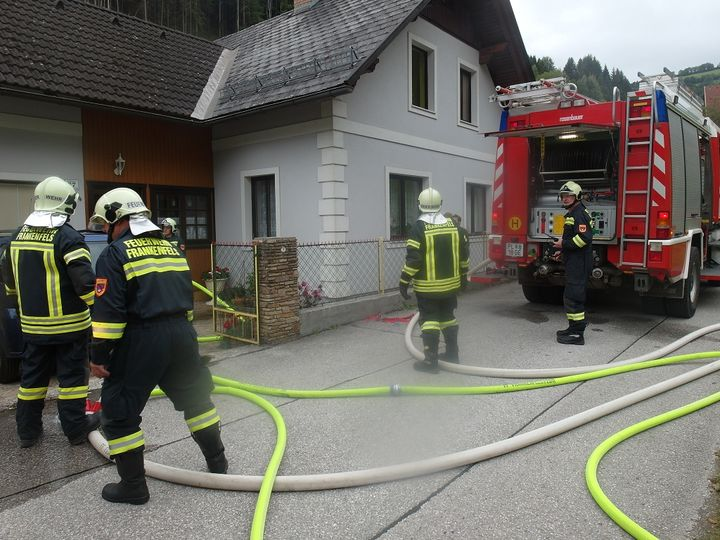You are browsing images from the article: 13.09.2017: Wohnungsbrand in Frankenfels - Rosenbühelrotte