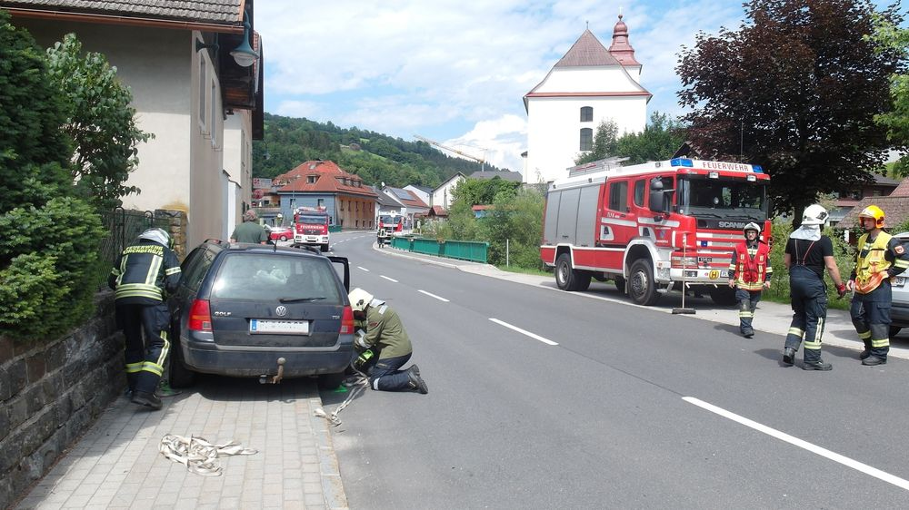 You are browsing images from the article: 26.06.2020: Verkehrsunfall mit Personenschaden