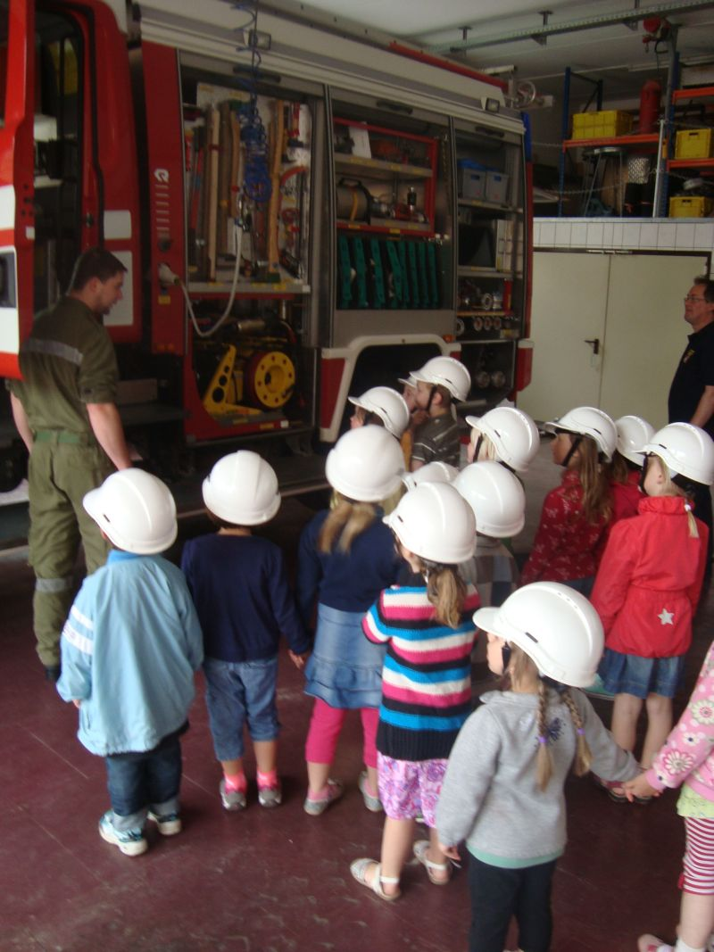 You are browsing images from the article: Kindergarten bei der Feuerwehr zu Besuch
