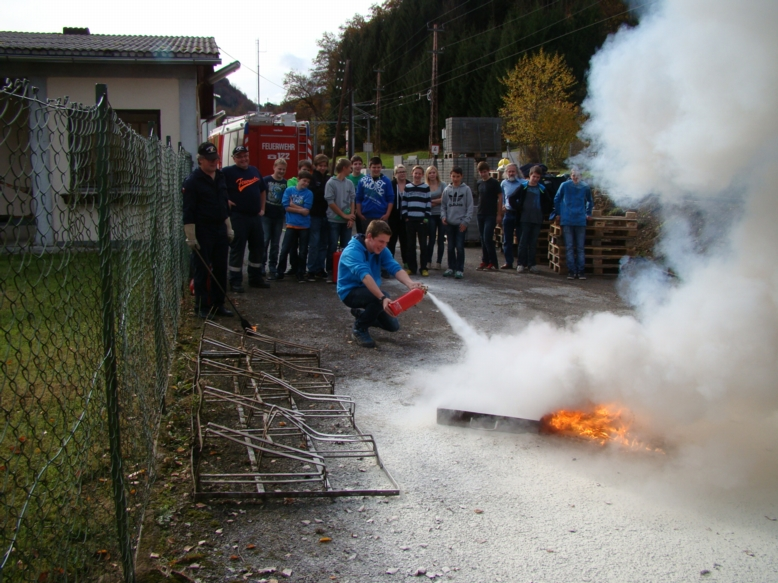 You are browsing images from the article: Chemieunterricht bei der Feuerwehr