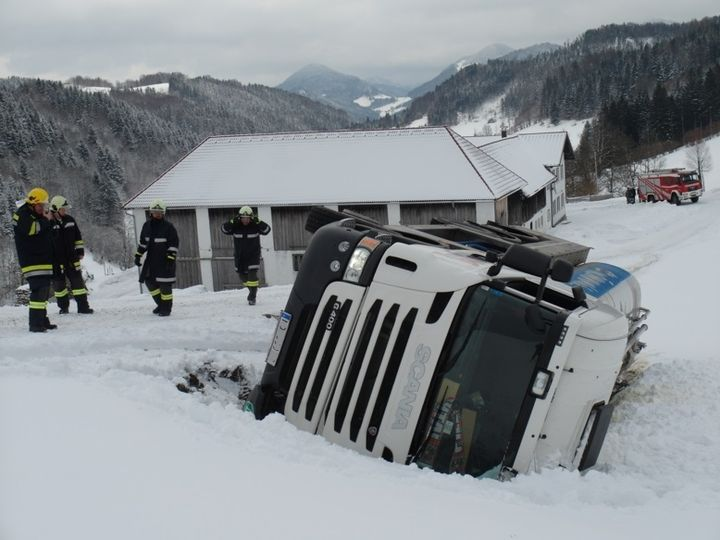 You are browsing images from the article: 28.01.2015: Milchtransporter umgestürzt