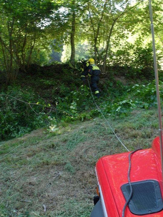 You are browsing images from the article: 06.06.2015: Traktorbergung in unwegsamen Gelände