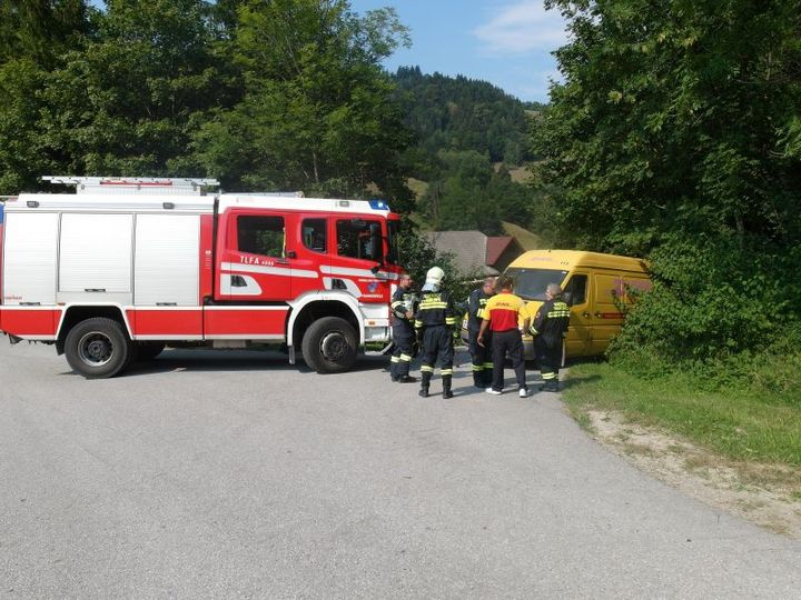 You are browsing images from the article: 12.08.2015: Bergung eines Paketdienst-Fahrzeuges