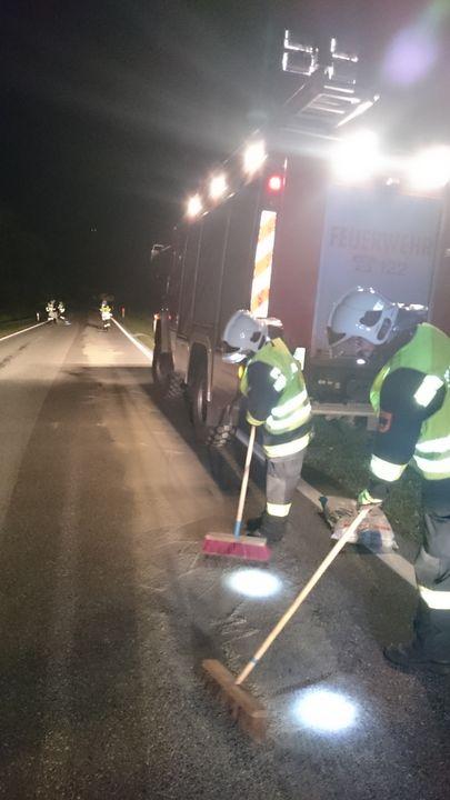 You are browsing images from the article: 18.08.2015: Ölspur auf längerer Strecke nach techn. Defekt eines Kfz.