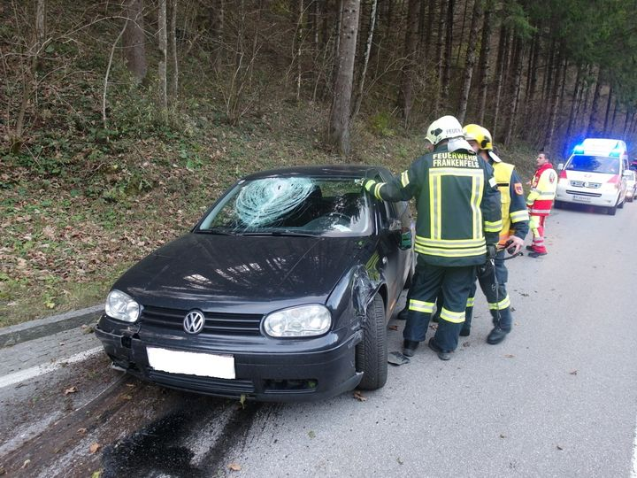 You are browsing images from the article: 12.11.2015: Verkehrsunfall mit Ölaustritt