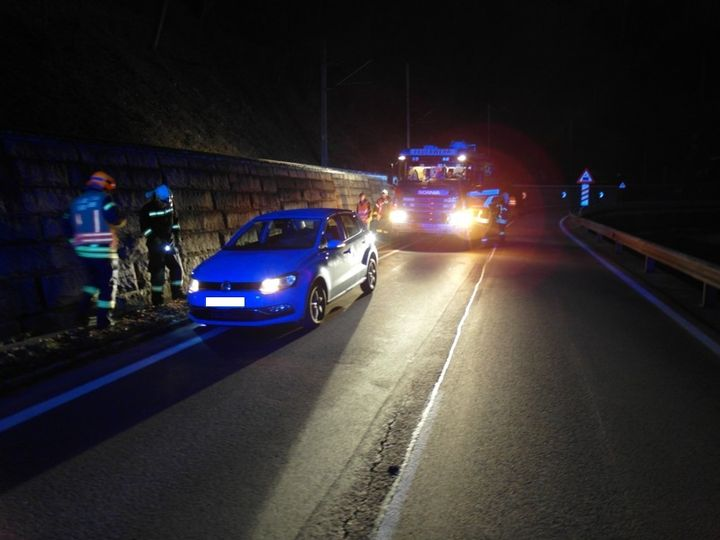 You are browsing images from the article: 24.11.2015: Fahrzeugbergung nach Verkehrsunfall