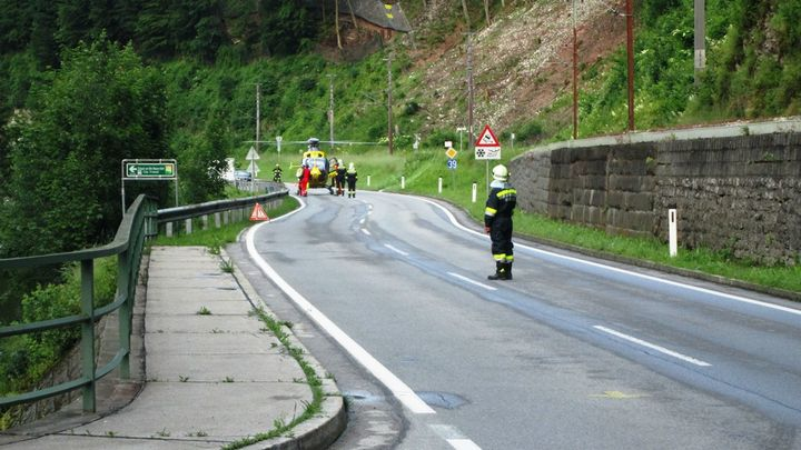You are browsing images from the article: 12.06.2016: Verkehrsunfall Motorrad gegen PKW
