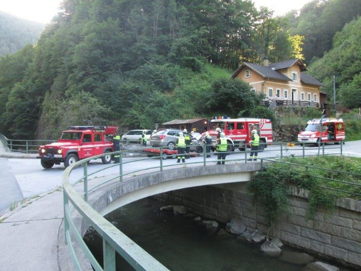You are browsing images from the article: 04.07.2016: Fahrzeugbergung nach Verkehrsunfall (T1)