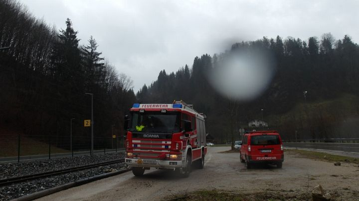 You are browsing images from the article: 18.03.2017: Sturmschaden T1 - Baum über Stromleitung