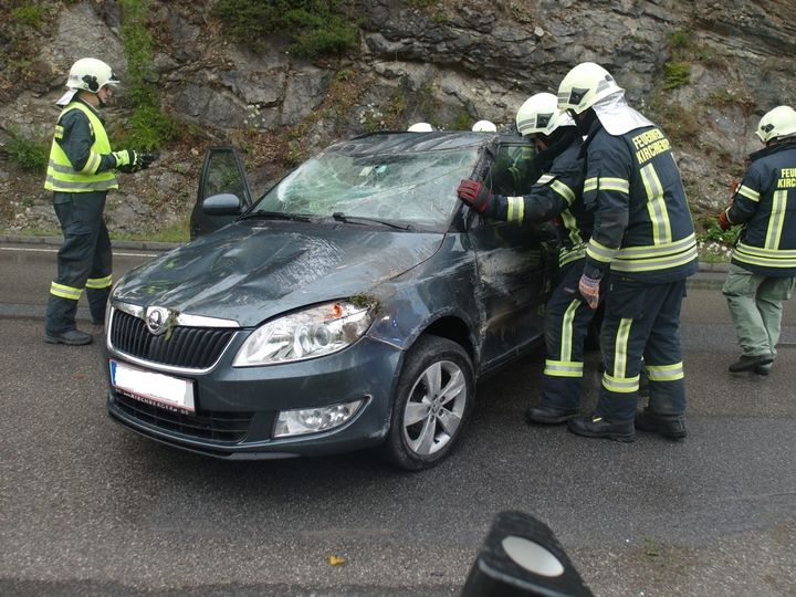 You are browsing images from the article: 15.07.2017: Schwerer Verkehrsunfall mit eingeklemmter Person