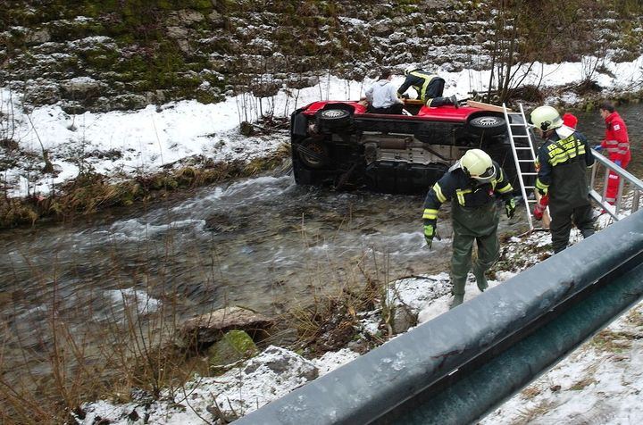 You are browsing images from the article: 28.12.2017: Verkehrsunfall fordert zwei Verletzte