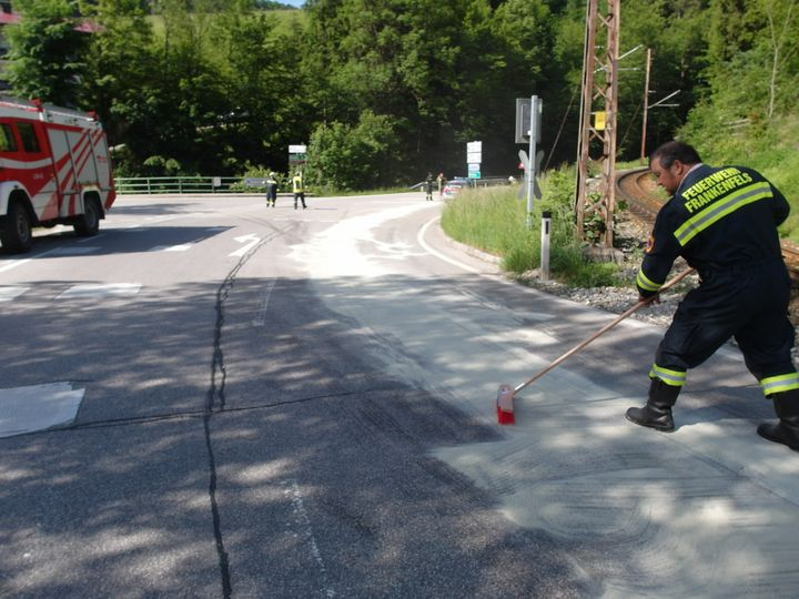 You are browsing images from the article: 23.05.2018: Ölspur auf der LB 39