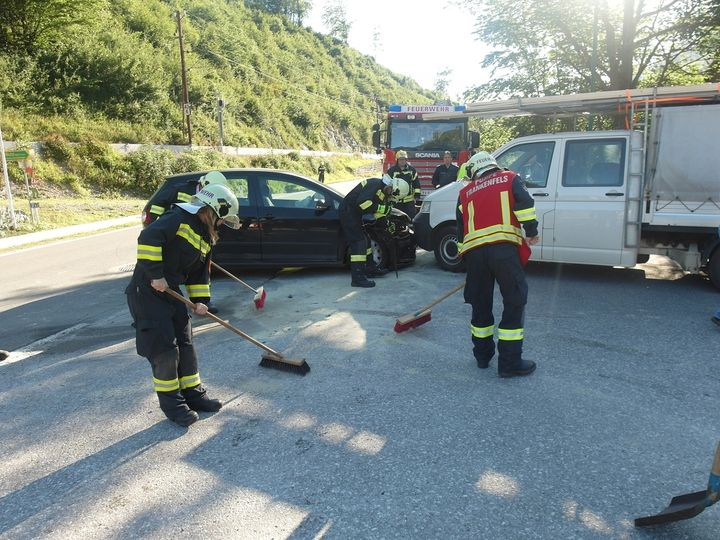 You are browsing images from the article: 02.07.2018: Verkehrsunfall fordert zwei Verletzte