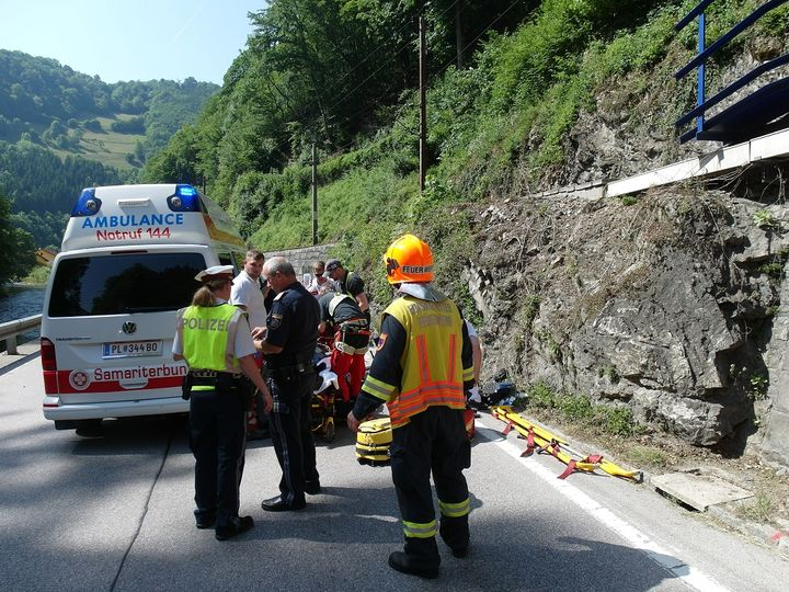 You are browsing images from the article: 14.06.2019: Motorradunfall fordert Schwerverletzten