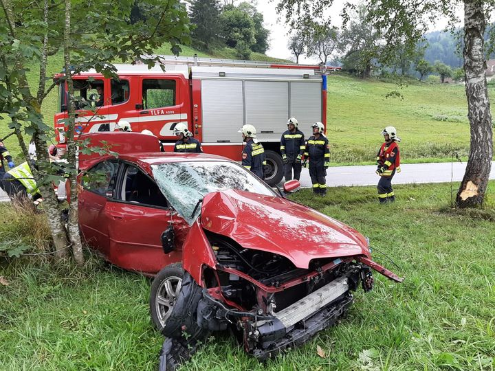 You are browsing images from the article: 02.09.2019: Verkehrsunfall mit Personenschaden