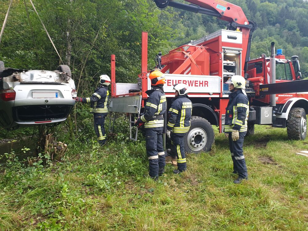 You are browsing images from the article: 18.08.2020: Menschenrettung nach Verkehrsunfall