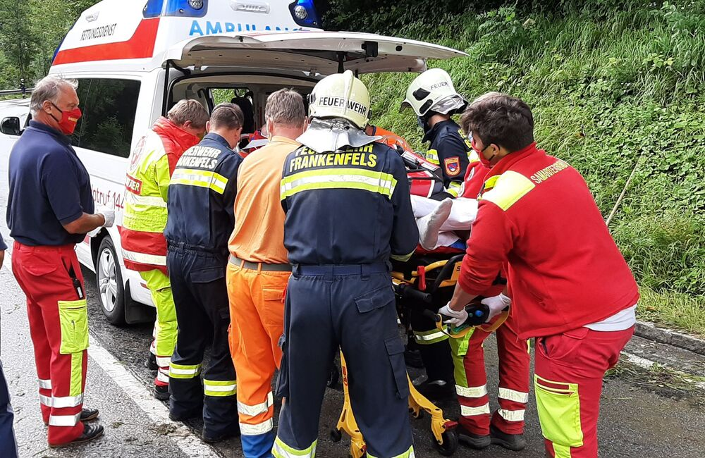 You are browsing images from the article: 19.08.2020: Motorradunfall fordert zwei Schwerverletzte