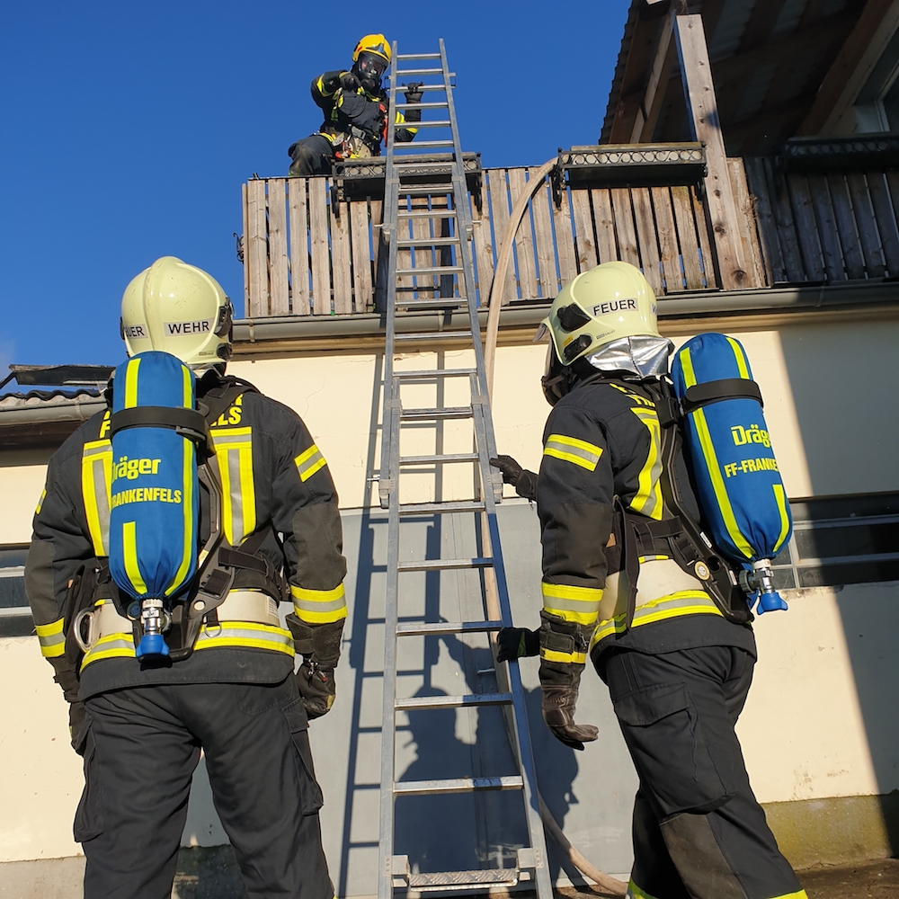 You are browsing images from the article: 31.12.2020: Großbrand in Hofstetten-Grünau