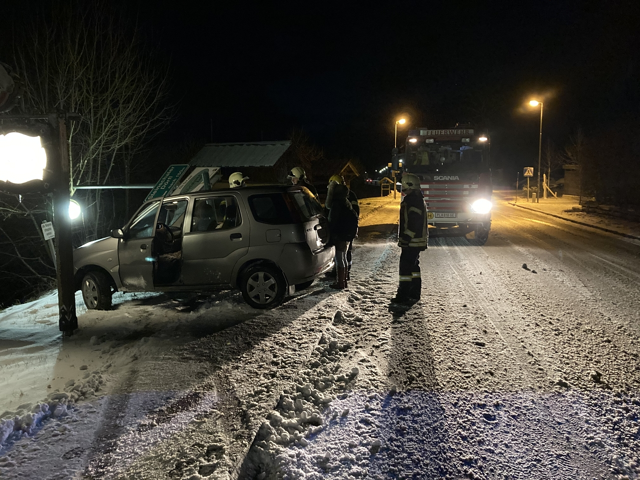 You are browsing images from the article: 14.01.2021: Fahrzeugbergung im Ortsbereich