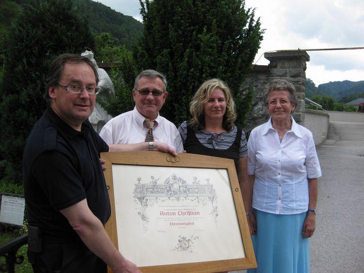 You are browsing images from the article: 05.07.2009 - Überraschungsgeschenk für die FF beim Pfarrfest