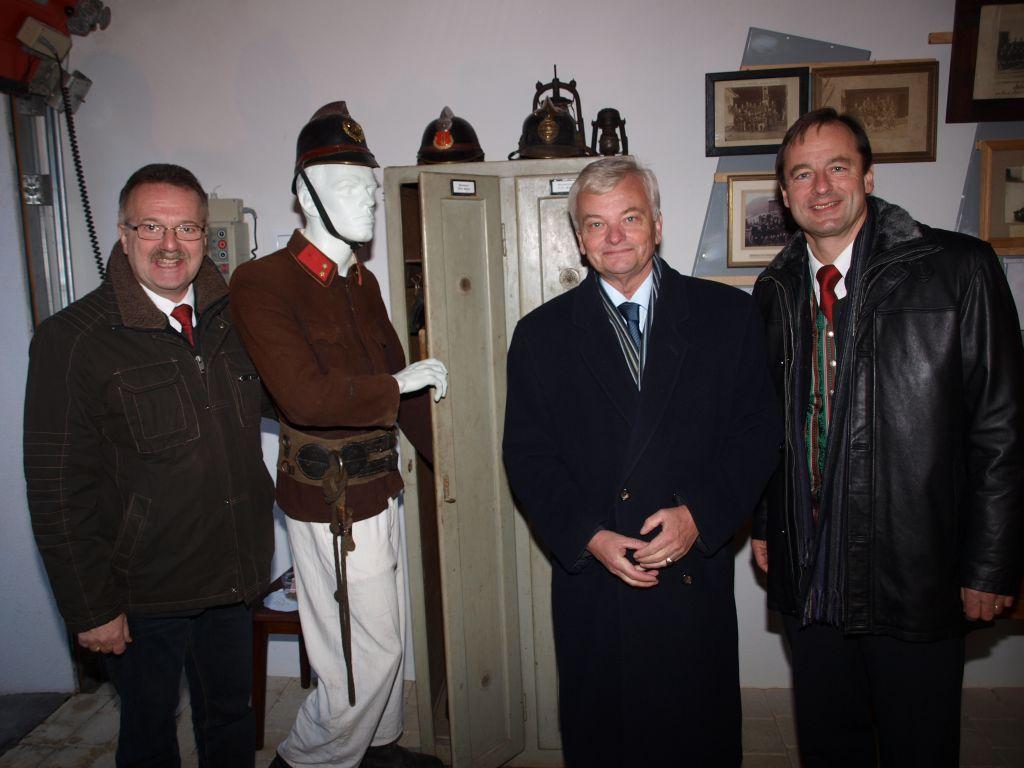 You are browsing images from the article: Hoher Besuch im feuerwehrgeschichtlichen Schauraum (Feuerwehrmuseum)