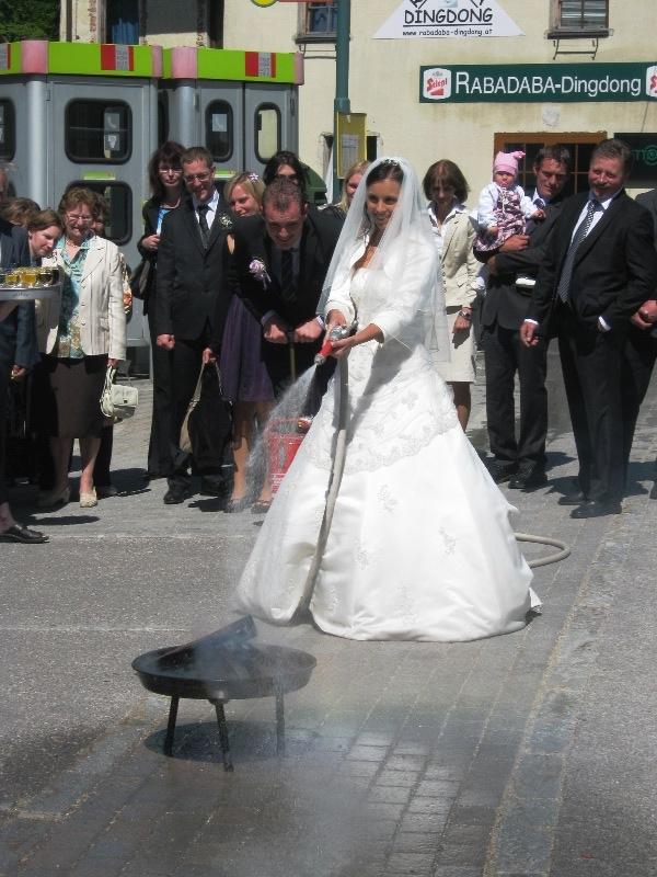 You are browsing images from the article: 07.05.2011 - Hochzeit von Daniela Grundböck und Oberlöschmeister Albin Schagerl