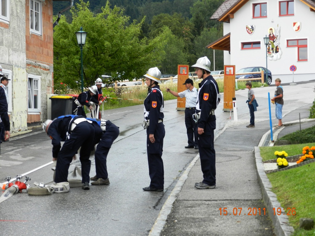 You are browsing images from the article: 15.07.2011 - Nasslöschübungsvergleich in St. Gotthard