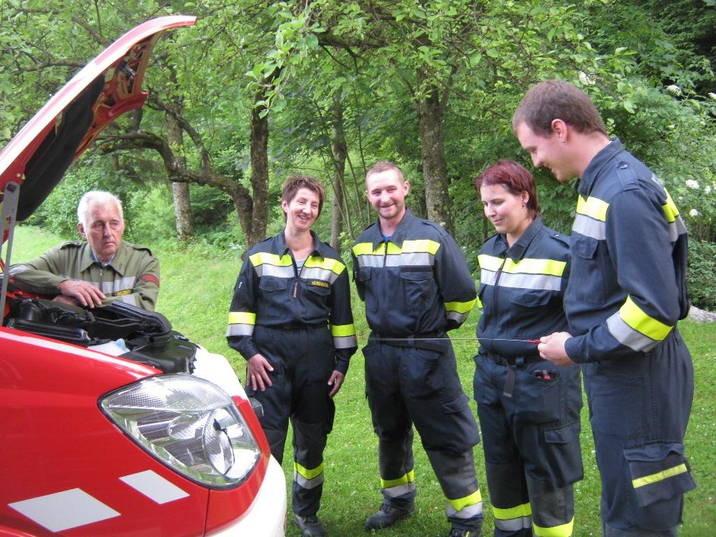 You are browsing images from the article: Erste Übung mit dem neuen Kleinlöschfahrzeug