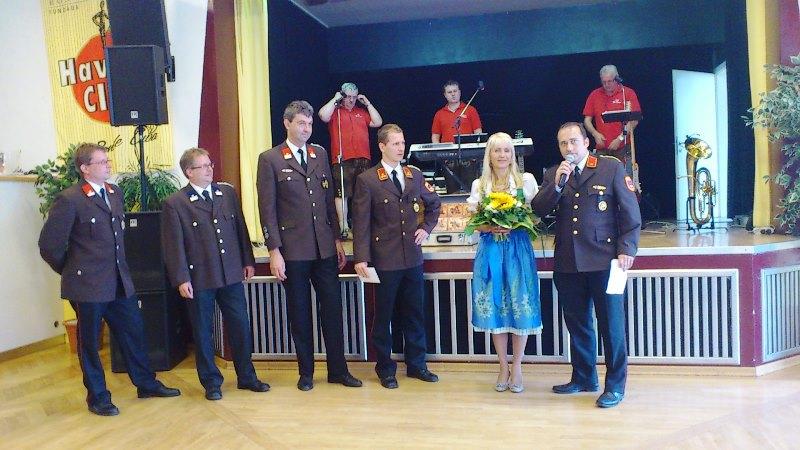 You are browsing images from the article: Feuerwehrpatin Christiane Mitterer feierte ihren 50. Geburtstag