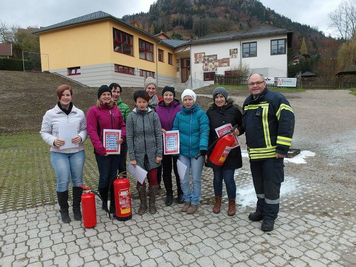 You are browsing images from the article: Feuerlöscherschulung für das Kindergartenpersonal