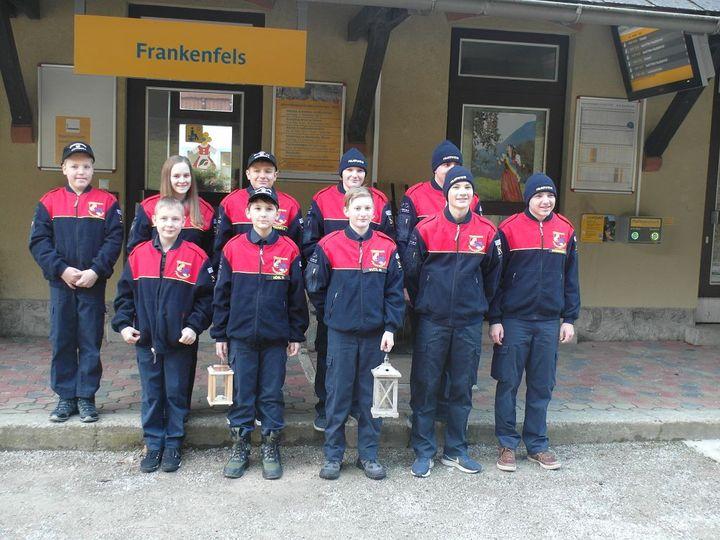 You are browsing images from the article: Feuerwehrjugend überbringt Friedenslicht an Feuerwehrpatinnen und Reservisten