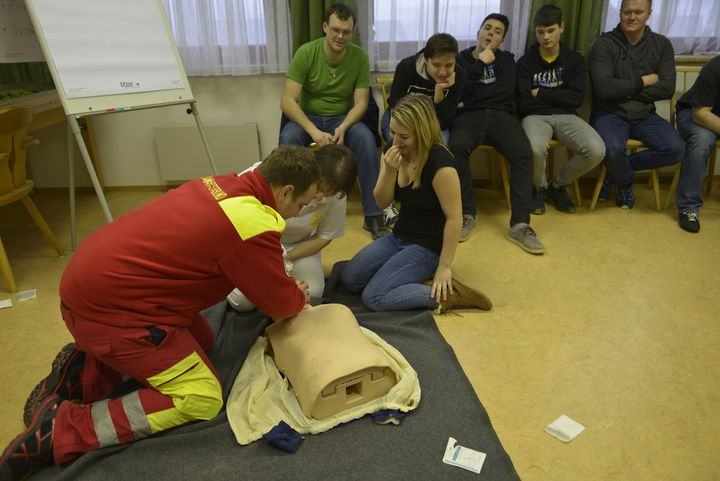 You are browsing images from the article: 16 Stunden Erste Hilfe Ausbildung