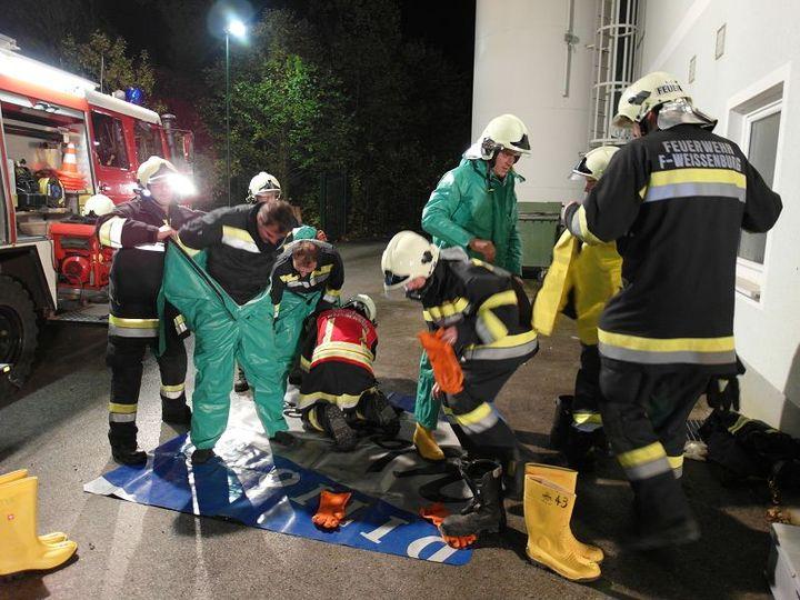 You are browsing images from the article: Schadstoffübung – Einsatzübung mit Personenrettung