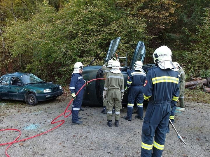 You are browsing images from the article: Spezialausbildung: Menschenrettung aus KFZ