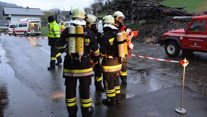 You are browsing images from the article: Atemschutzübung bei der Fernwärmeversorgung Frankenfels