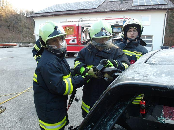 You are browsing images from the article: Ausbildungsschwerpunkt: Menschenrettung aus KFZ